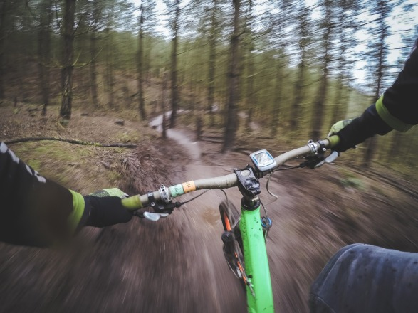 mountain-biking-1210066_1920